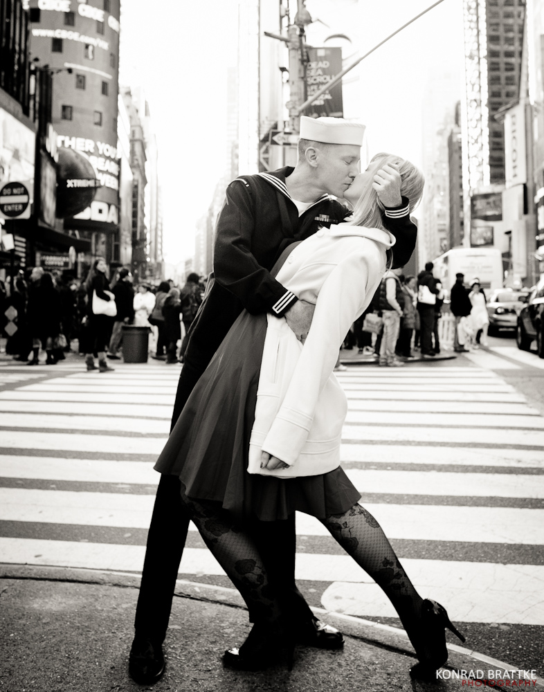 iconic times square kiss picture brooklyn photographer