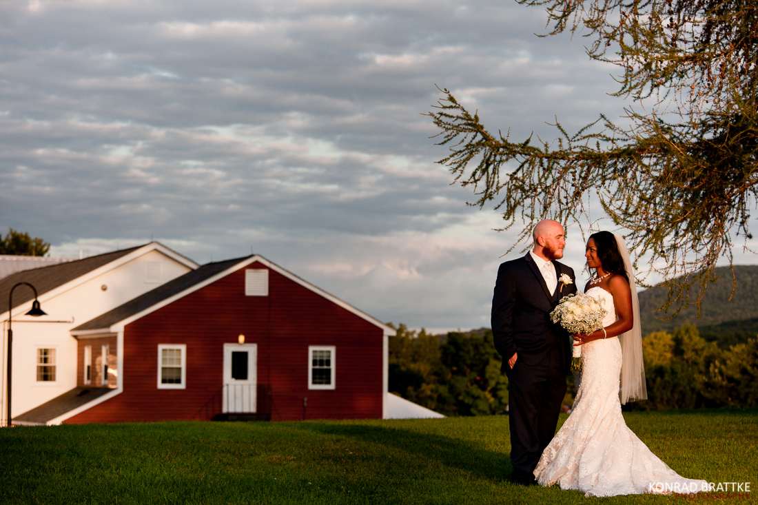 red_barn_at_hampshire_college_wedding_0010