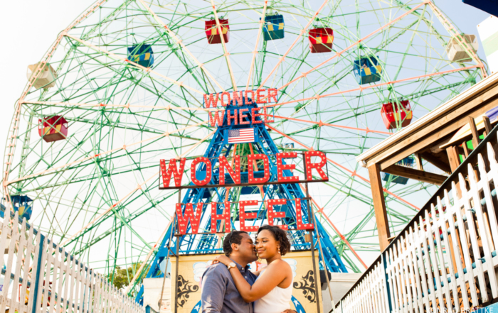 coney-island-engagement-photo-shoot_015